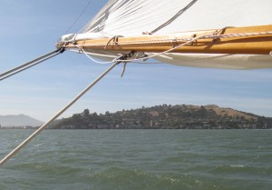 Tiburon to port
